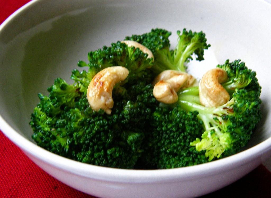 Brokolice s kešu oříšky