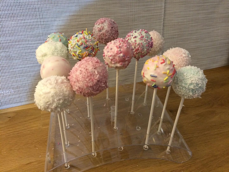 Cakepops (lízátkové dorty)