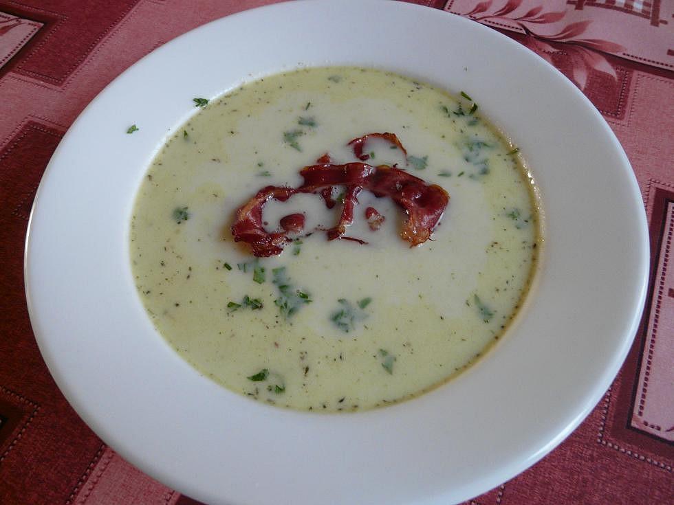 Celerová polévka se slaninou