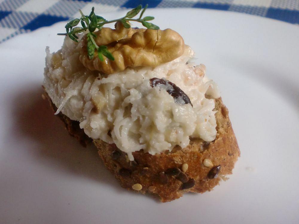 Celerová pomazánka s ořechy a rozinkami