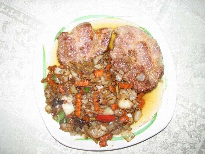 Česneková krkovice s čínskou zeleninou