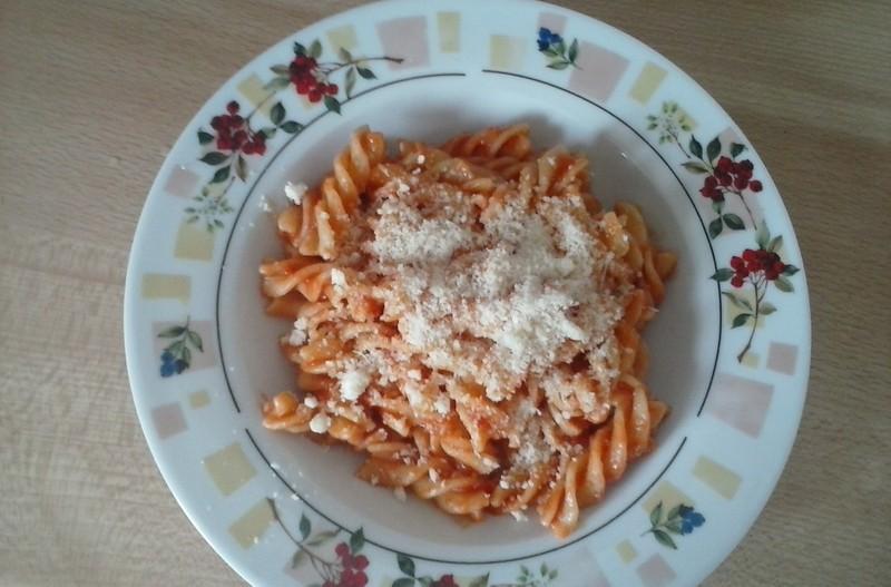 Česneková omáčka s rajčaty na těstoviny