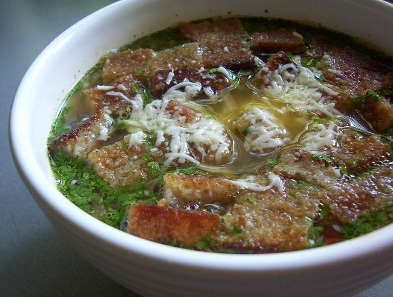 Česneková polévka s krutony
