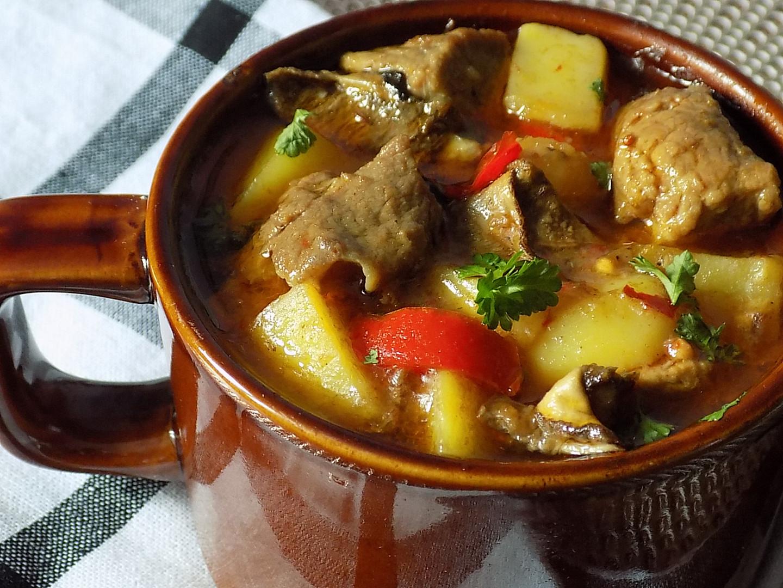 Chalupářské vepřové maso s brambory