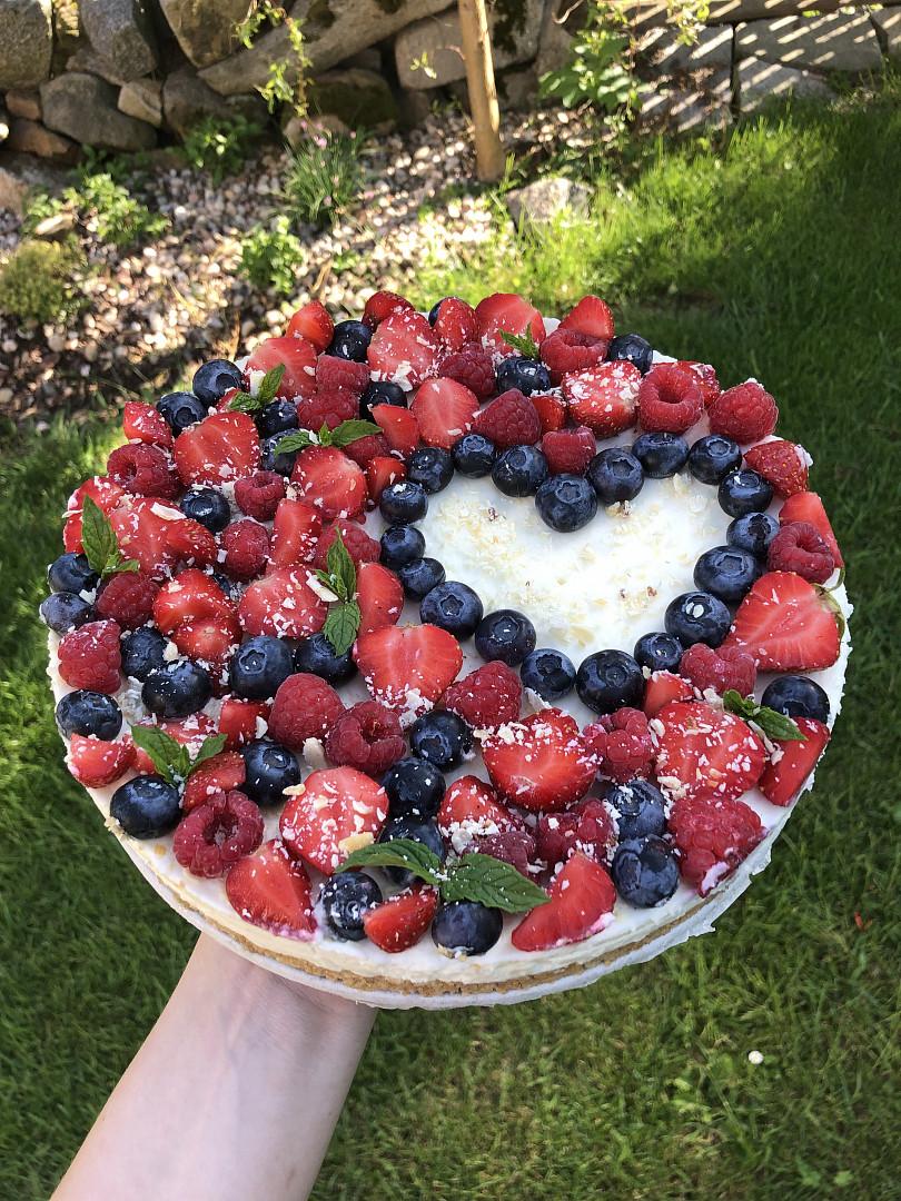 Cheesecake s ovocem a bílou čokoládou