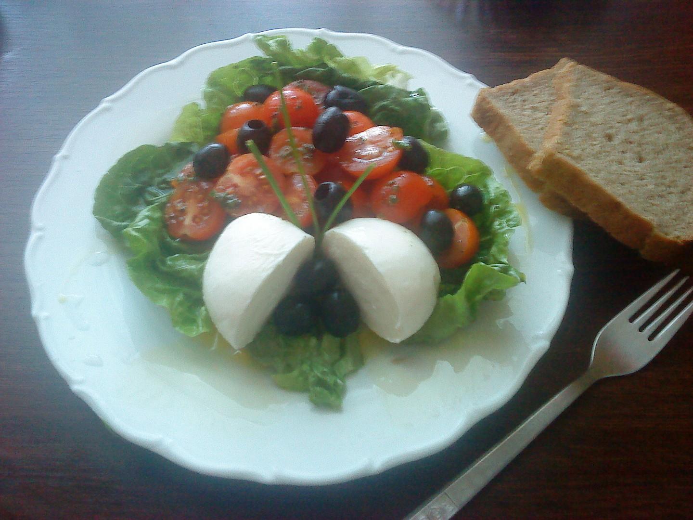 Cherry salát s mozzarelou