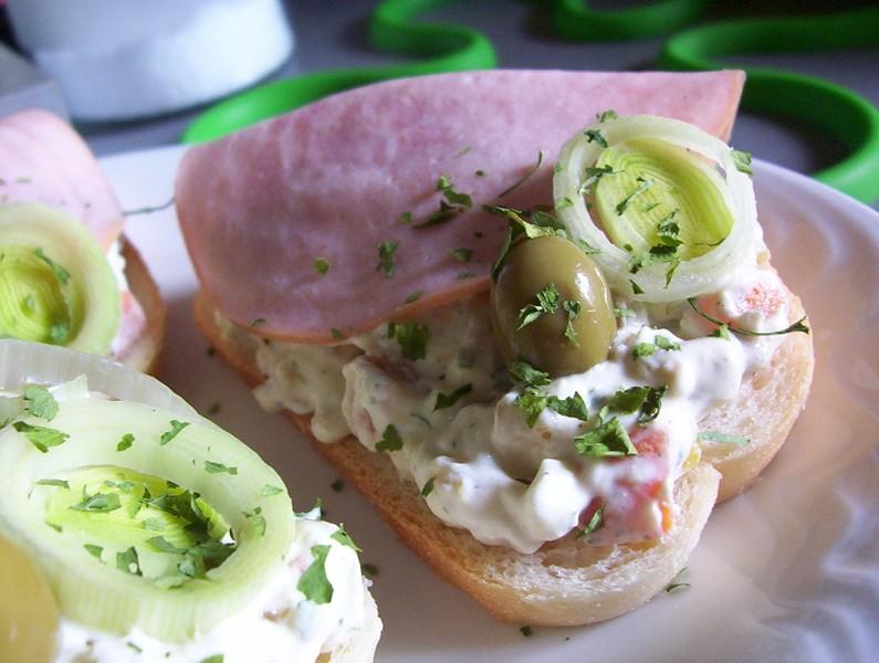Chlebíčky s lučinovým salátem