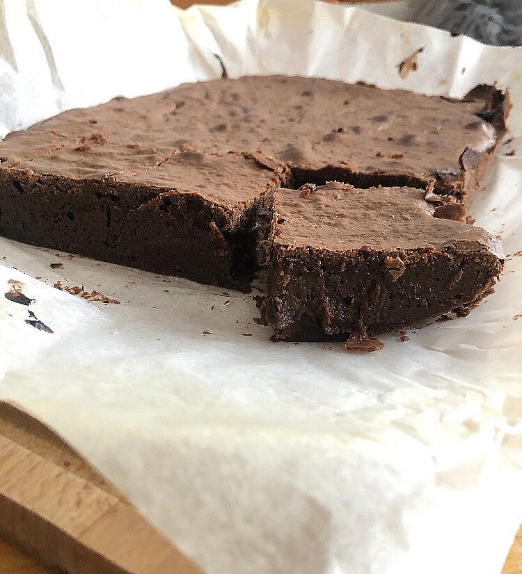 Čokoládové brownies se skořicí