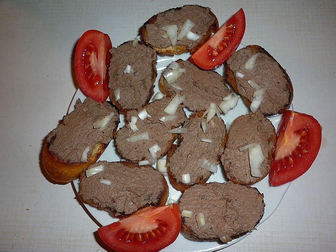Crostini di fegato - tousty s játrovou pomazánkou