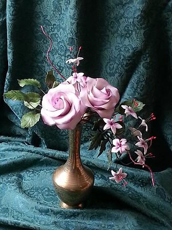 Cukrová dekorace - vazba růží z cukru na dort