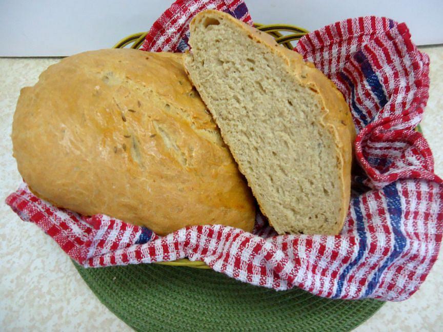 Domácí chléb z pšeničné a žitné mouky