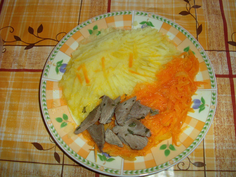 Dušená mrkev s masem a bramborem pro nejmenší