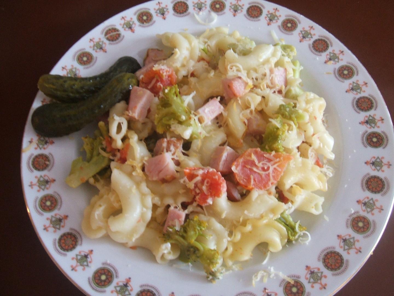 Farfale s brokolicí a sušenými rajčaty