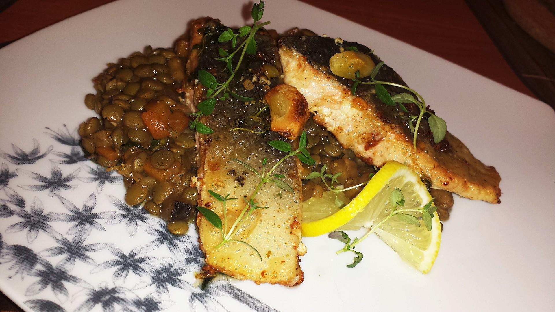 Filety z lososa s čočkovým ragu