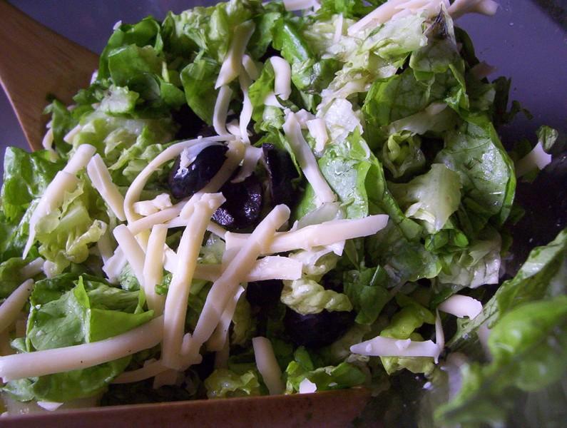 Hlávkový salát se sýrem