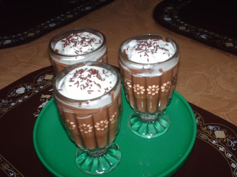 Horká čokoláda s rumem a skořicí
