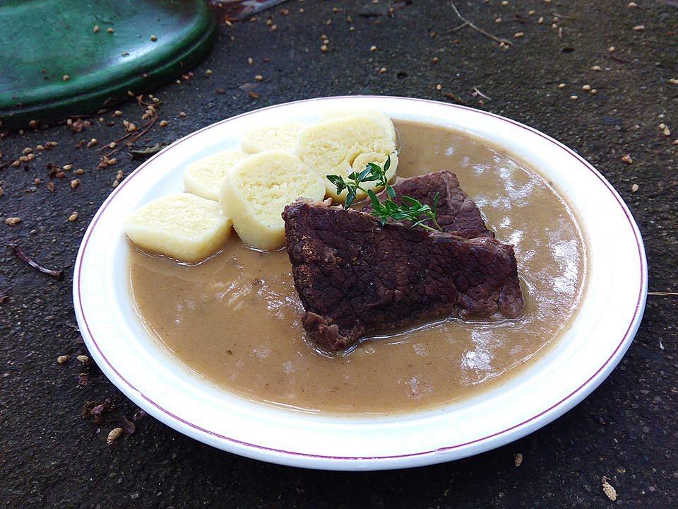 Hovězí maso v kedlubnové omáčce s tymiánem