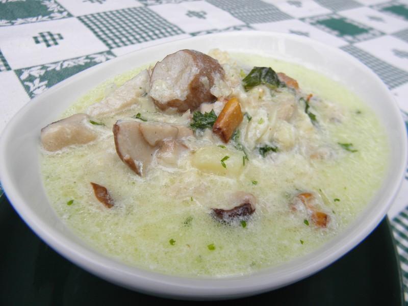 Jemná chalupářská polévka z ryb a hub