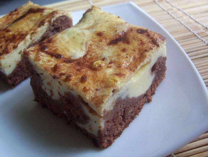 Karobový koláč s tvarohem