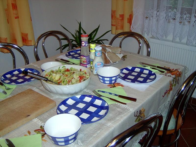 Kedlubnový salát s pečenými brambory