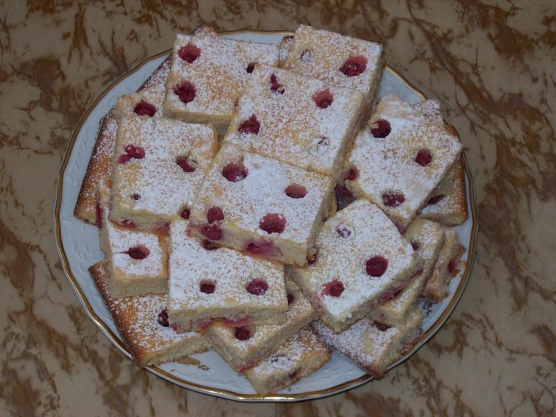 Kefírový koláč s ovocem dle chuti
