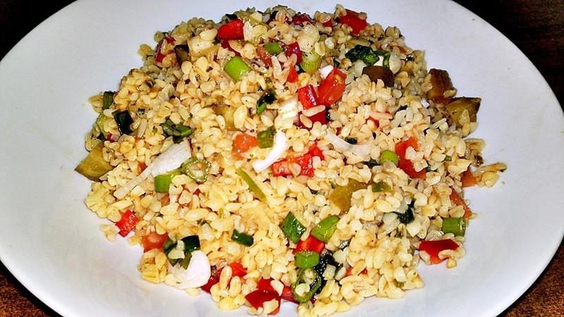 Kisir - turecký salát z bulguru a zeleniny