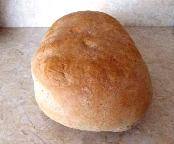 Kmínový chléb z těsta z domácí pekárny