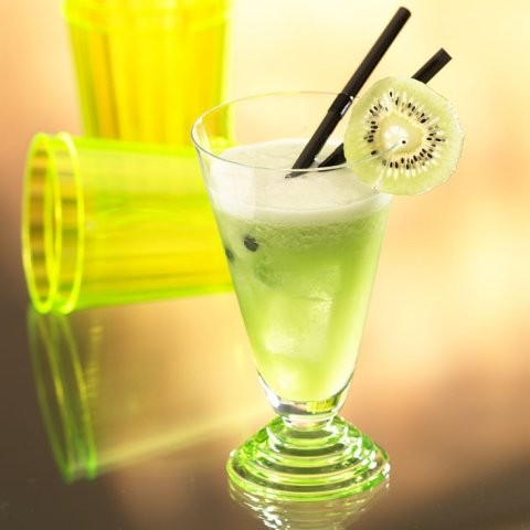 Koktejl z kiwi a ananasu