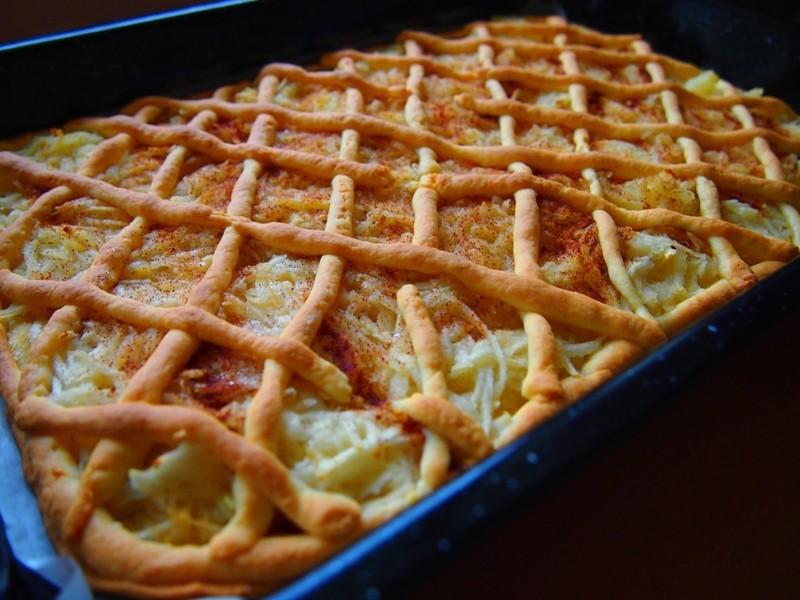 Křehký jablečný koláč s mřížkou