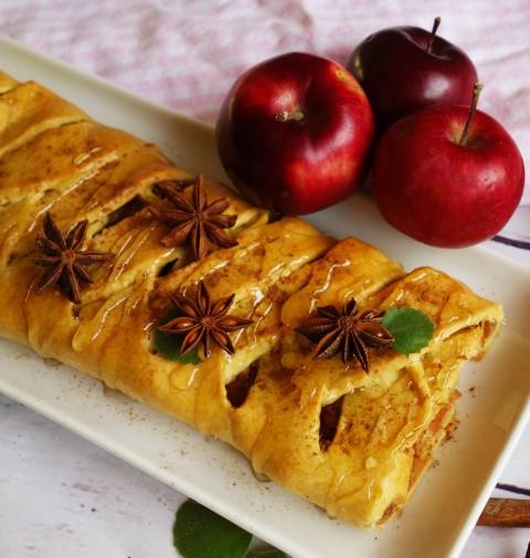 Křehký jablečný závin s medem
