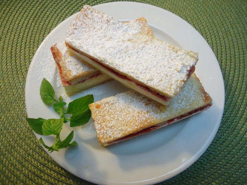 Křehký koláč s pudinko-smetanovým krémem