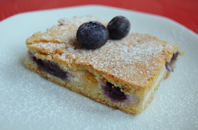 Křehký koláč s tvarohem a borůvkami