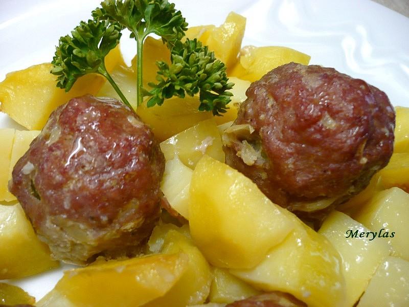 Kuličky z vepřového masa plněné růžičkovou kapustou