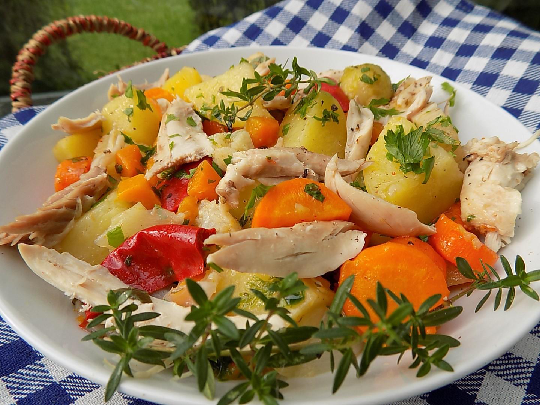 Kuře vařené v zelenině