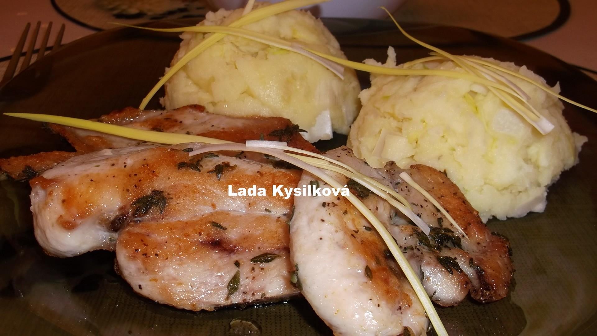 Kuřecí plátky na tymiánu a štouchačky s porkem