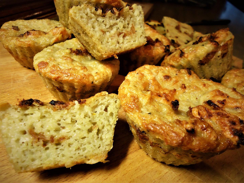Kynuté bramborákové muffiny se sýrem