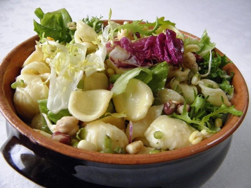Listové saláty s těstovinou