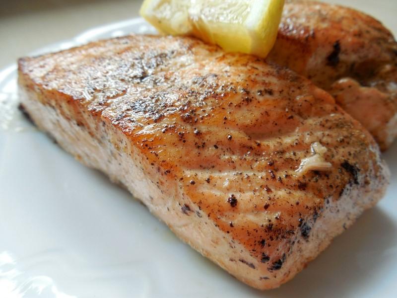 Lososový steak s pepřem