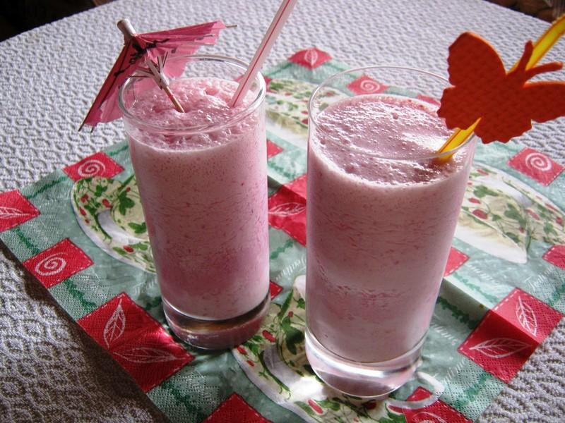 Malinový zmrzlinový shake