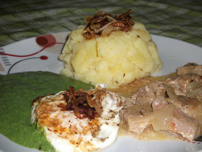 Maminčin špenát s vepř. masem a vajíčkem