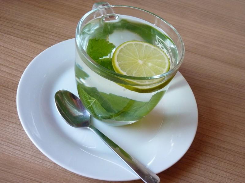Meduňkový šálek
