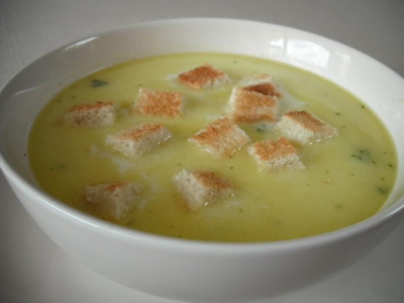 Mléčná bramborová polévka