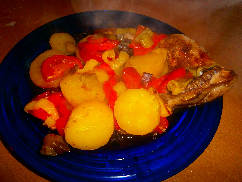 Oběd z jednoho pytlíku (Kuře,brambory a zelenina z alobalu)
