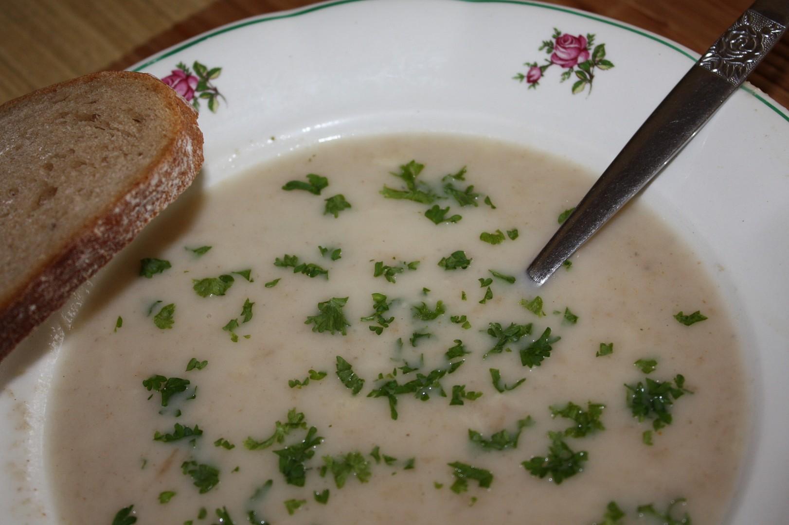 Panádlová chlebová polévka