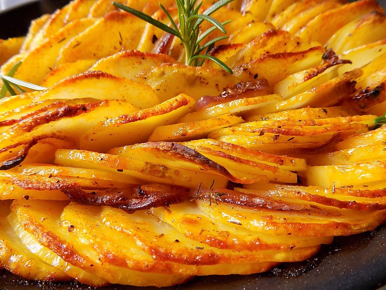 Pečené cibulové brambory