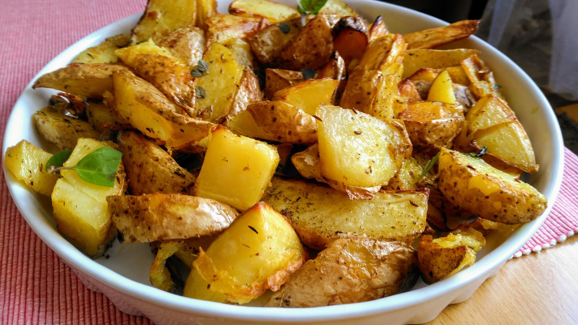 Pečené majoránkové brambory