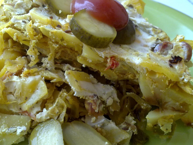Pikantní zapečené brambory se zelím, klobásou a žirovnickým - balkánským sýrem