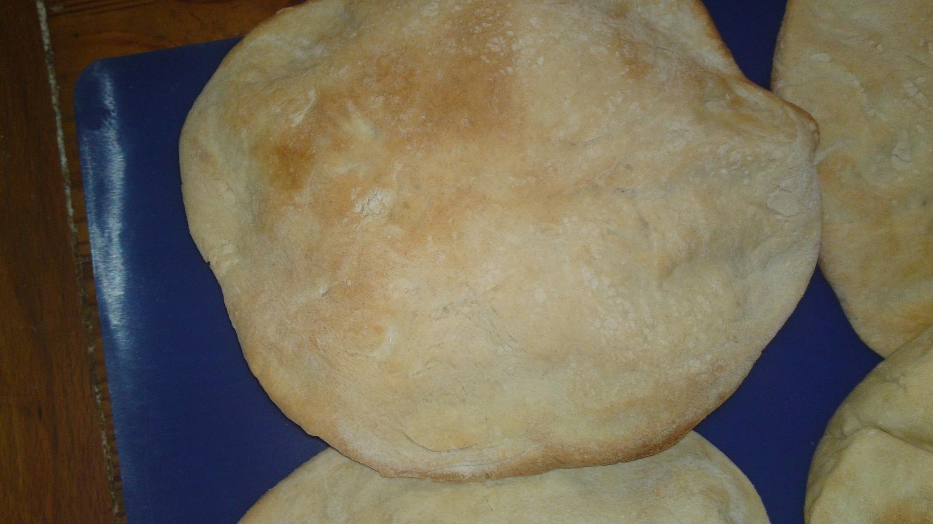 Pita - chléb blízkého východu - pečený doma
