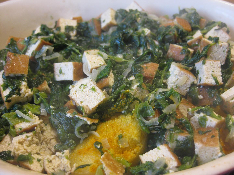 Polenta zapečená s uzeným tofu a špenátem