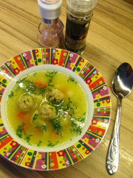 Polévka s bezlepkovými drožďovými knedlíčky